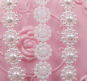 pärlband - blommor - färg vit