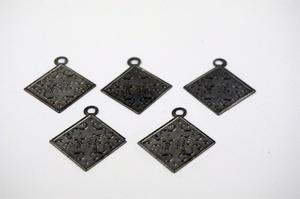 5 ST Coola svartpläterade charms